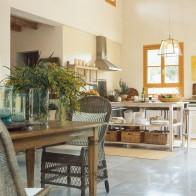 Wohnküche im mediterranen Stil